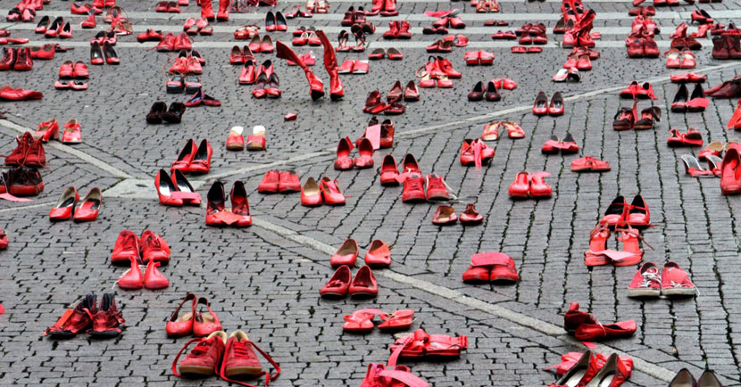 Zapatos Rojos: installazione di Elina Chauvet, esposta anche in Italia dal 2013 (Milano, Genova, Lecce e Torino), per dire basta alla violenza sulle donne.